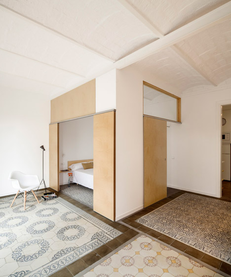 Eixample-apartment-renovation-in-Barcelona-by-Adrian-Elizalde_dezeen_468_0