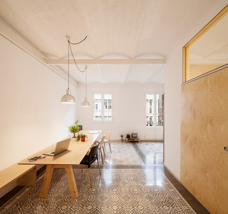 Eixample-apartment-renovation-in-Barcelona-by-Adrian-Elizalde_dezeen_468_3