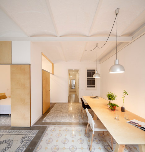 Eixample-apartment-renovation-in-Barcelona-by-Adrian-Elizalde_dezeen_468_4
