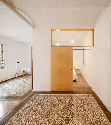 Eixample-apartment-renovation-in-Barcelona-by-Adrian-Elizalde_dezeen_468_5