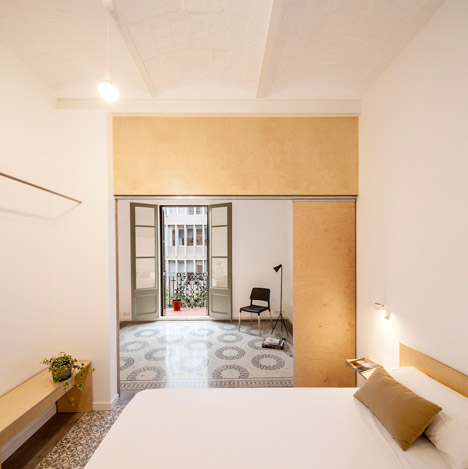 Eixample-apartment-renovation-in-Barcelona-by-Adrian-Elizalde_dezeen_468_6