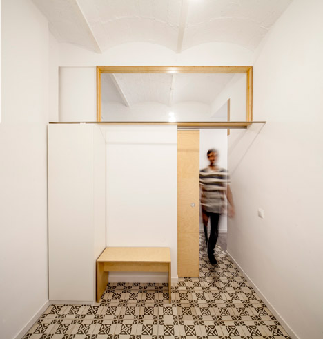 Eixample-apartment-renovation-in-Barcelona-by-Adrian-Elizalde_dezeen_468_9