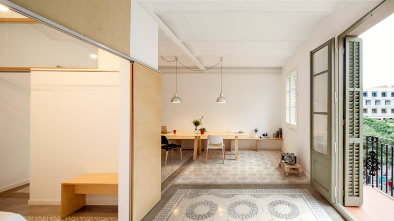 Eixample-apartment-renovation-in-Barcelona-by-Adrian-Elizalde_dezeen_BN01